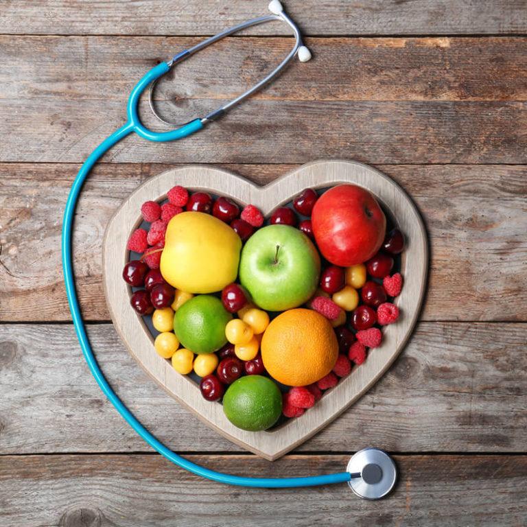 Jak snížit krevní tlak? Pomůže chůze, vláknina i přerušovaný půst